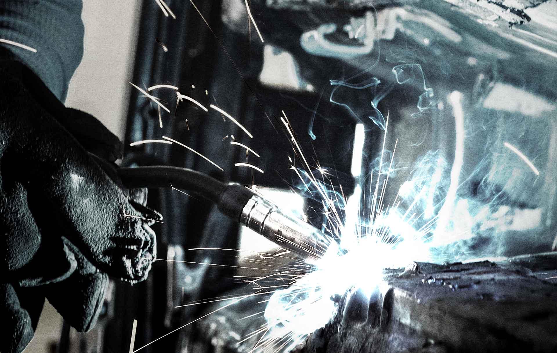 "<h3>Weld on<br>Rock on</h3><p><p>Laikas ist ein Industrieexperte und zuverlässiger partner.<br></p><a class=""front-btn button"" href=""/de/laikas-de/""> Immer bereit </a></p>"